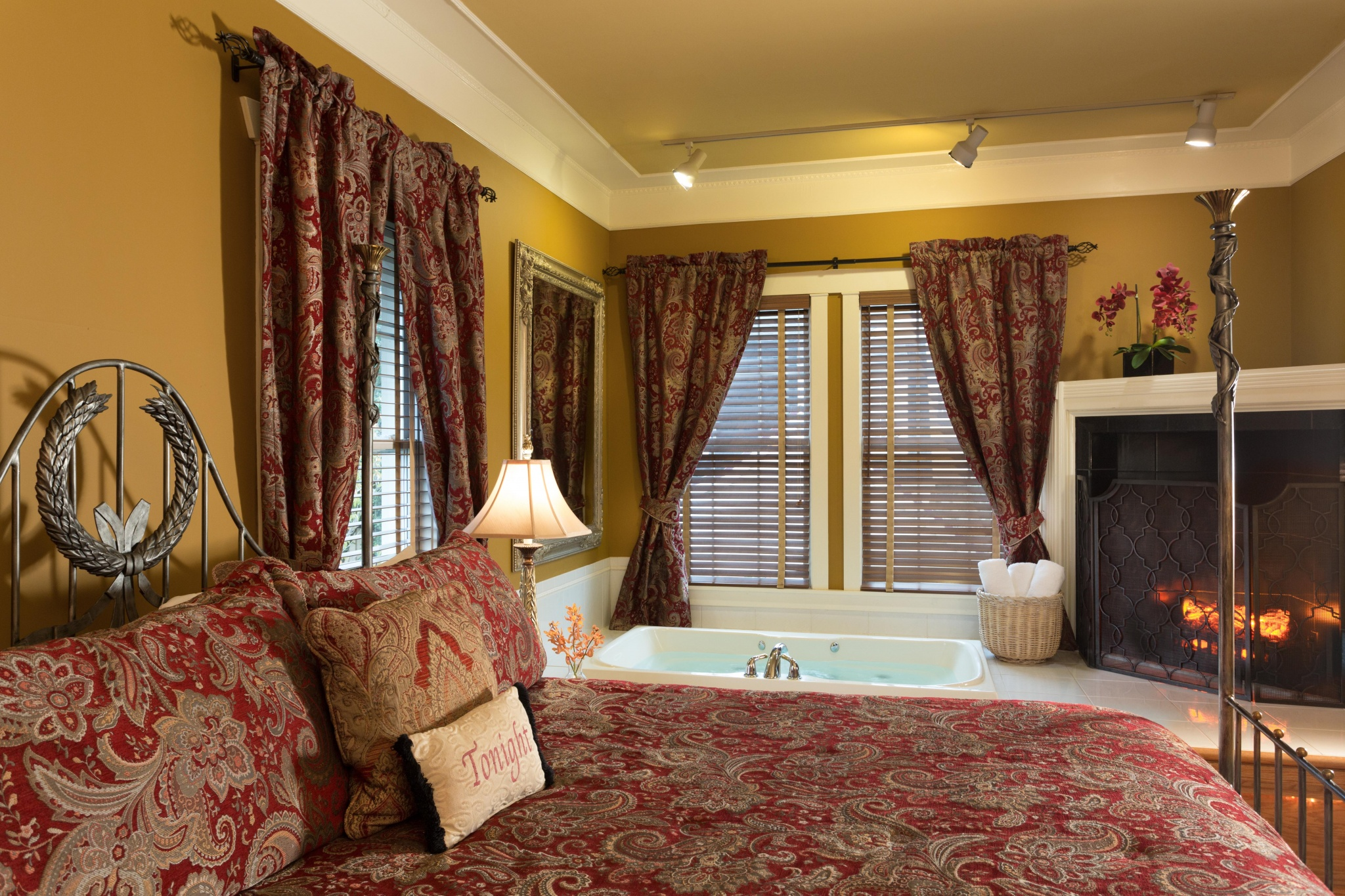 The Inn At Leola Village, A Historic Hotel of America | Leola | Poolside Suite Soaking Tub